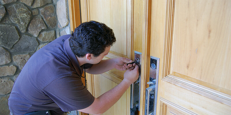 You are currently viewing What Services Does A Locksmith Offer?