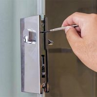 Locked Out Of Apartment Locksmith- Who Is That?