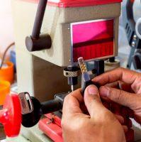 Automotive Key Cutting Expert Team